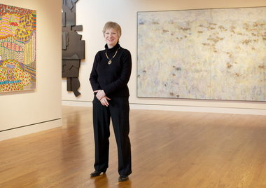 how to become a curator of an art gallery